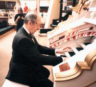 Mighty Wurlitzer Horowitz 1986.jpg